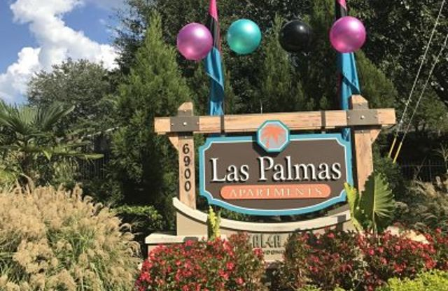 Las Palmas Apartments Sign